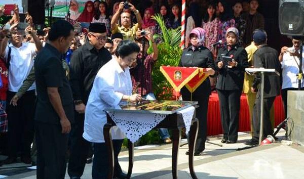 Megawati saat resmikan patung Bung Karno Sang Putra Fajar/Foto Dok. Pribadi/Nusantaranews