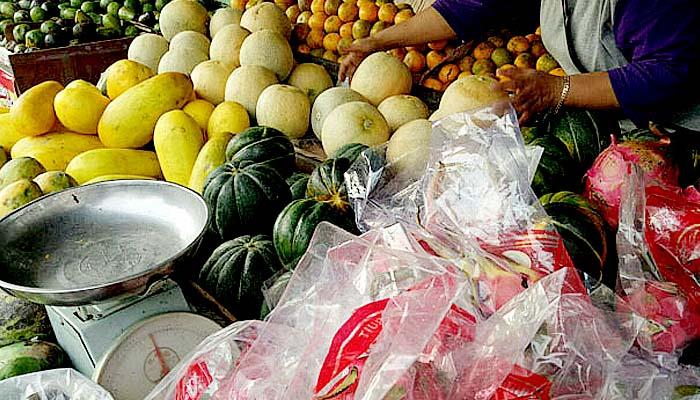 Konsumsi buah dan sayur agar otak on fire saat jalani puasa.