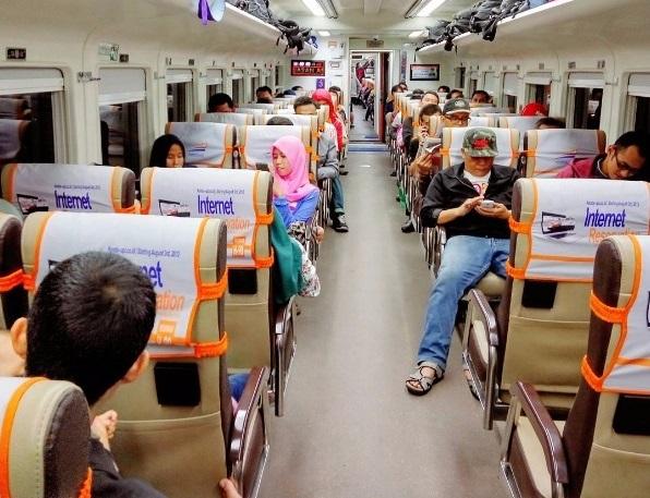 Tempat Duduk Kereta/ Foto via reservasi /Nusantaranews