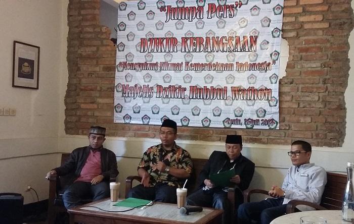 Hery Haryanto Azumi saat konferensi pers Dzikir Kebangsaan oleh Majlis Dzikir Hubbul Waton di jl. Cikini, Jakarta Pusat, Senin (31/7/2017). Foto Uco Al Ayubby