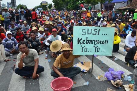 Demo para nelayan kepada Menteri Susi/Foto via gresnews/Nusantaranews