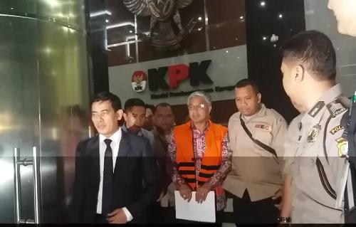 Gubernur Sulawesi Tenggara (Sultra), Nur Alam dan pengacaranya Ahmad Rifai/Foto Restu Fadilah/Nusantaranews