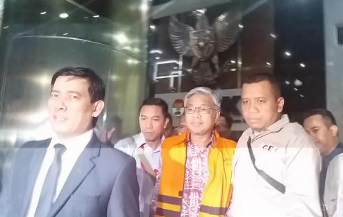Gubernur Sulawesi Tenggara (Sultra), Nur Alam remi ditahan - Foto Restu Fadilah/ NUSANTARANEWS.CO