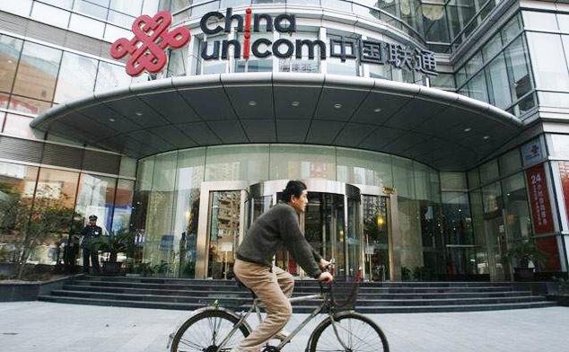 Pesepeda Melintas di depan kantor China Unicom/Foto via time out shanghai/Nusantaranews