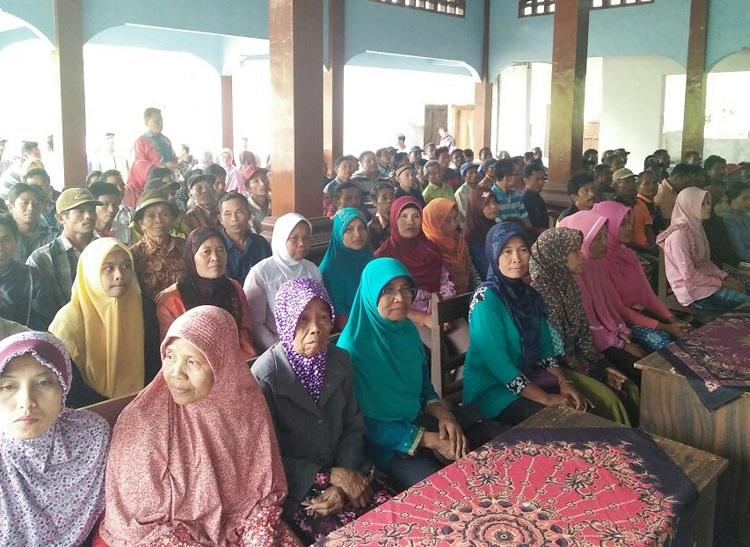 Sosialisasi Program Pemerintah Prona Pembuatan Sertifikat Tanah di Aula Balai Desa Petung Kec. Dongko/Foto Dok. Pribadi/Nusantaranews
