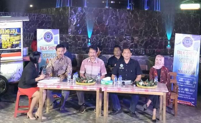 Talk Show peringatan hari anti Narkotika Internasional tahun 2017 di area Taman Pecut Kota Blitar Jl. Merdeka Kota Blitar. Foto Doni/ NusantaraNews.co