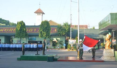 Upacara 17-an di halaman Makorem 081/DSJ jl. Pahlawan no 50 Madiun, Senin(17/7/17). Foto: pen81