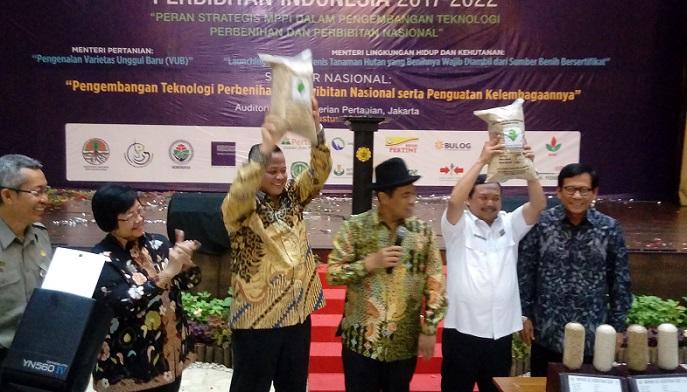 Pengukuhan Dewan Pengurus Pusat Masyarakat Perbenihan dan Perbibitan Indonesia (MPPI) 2017-2022 di Auditorium Kementan, Jakarta, Senin (21/8/2017) oleh Kementerian Pertanian. Foto Richard Andika/ NusantaraNews.co