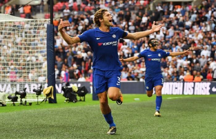Marcos Alonso dan Pedro Rodriguez merayakan gol kedua ke gawang Tottenham, Minggu (20/8). (Foto: Squawka)