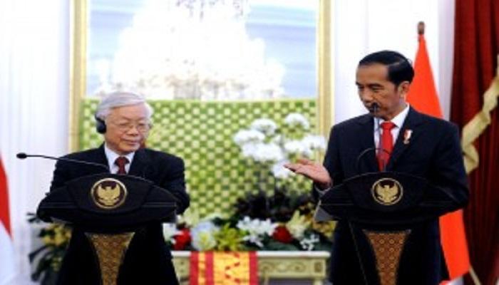 Presiden Jokowi saat menerima kunjungan Sekjen Partai Republik Sosialis Vietnam Nguyen Phu Trong, di Istana Merdeka Jakarta, pada Rabu (23/8) siang. (Foto: Humas Setkab)