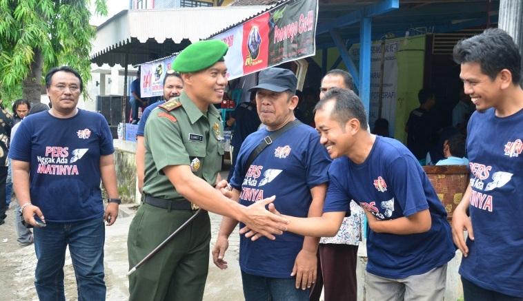 Dandim 0802 Ponorogo, Letkol Inf Slamet Sardjianto saat akan donor darah di Balai Wartawan Ponorogo. Foto Moh. Nurcholis/ NusantaraNews.co