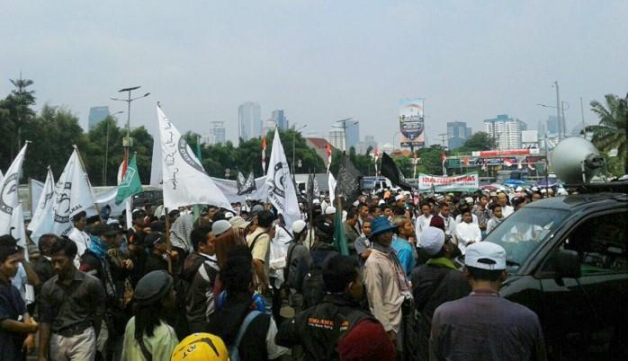 (Ilustrasi) Massa Aksi Aliansi Pemuda Mahasiswa Indonesia tolak perppu ormas di gedung DPR RI, Jakarta, Senin (21/8/2017). Foto Ucok Al Ayubbi/ NusantaraNews.co