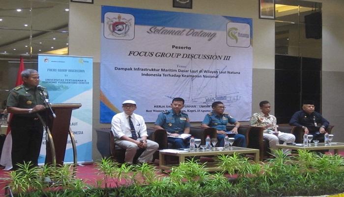 """Focus Group Discussion (FGD) III bertajuk """"Dampak Infrastruktur Maritim Dasar Laut di Wilayah Laut Natuna Indonesia bagi Keamanan Nasional"""", di Batam pada tanggal 23 Agustus 2017. (Foto: Istimewa)"""