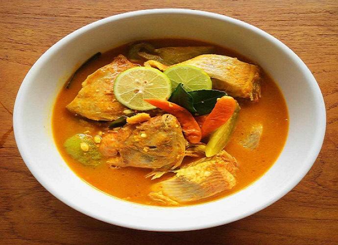 Ikan kuah asam khas Kupang. (Foto: Ok Nusantara)