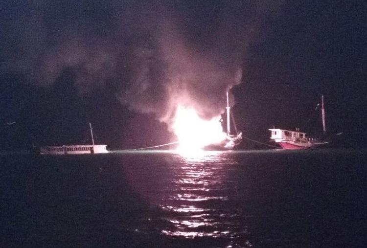 Kapal di Perairan Sumenep Terbakar/Foto Mahdi/Nusantaranews