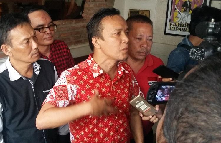 Ketua Gerakan Suporter Indonesia, Emanuel marah/Foto Ucok/Nusantaranews