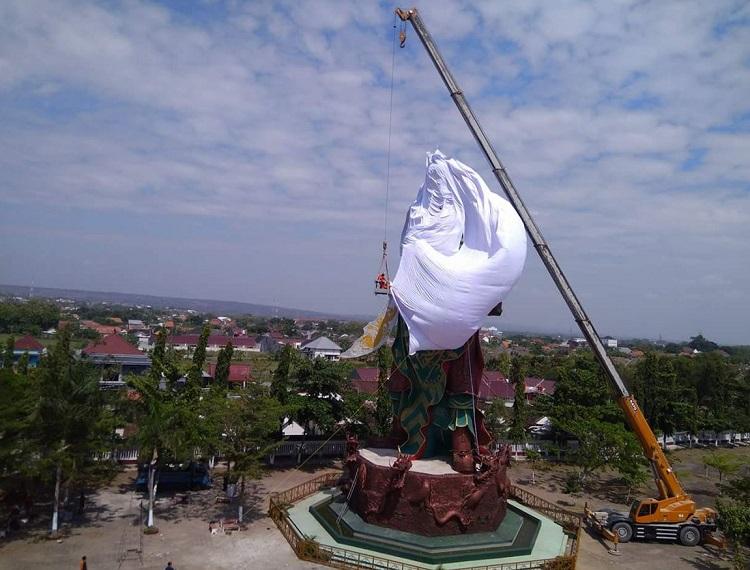 Patung di Tuban ditutup kain putih/Foto Istimewa/Nusantaranews