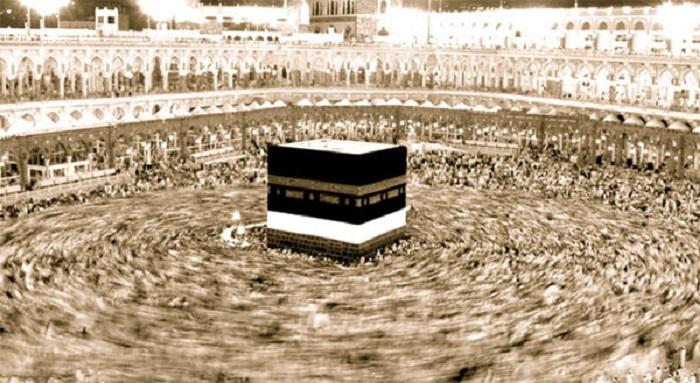 Pengaman sufisti di sisi Ka'bah. Foto: The People's Cube