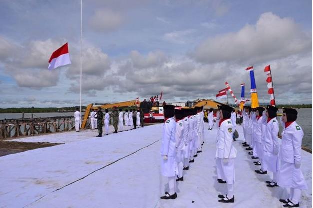 Pengibar Bendera Terbanyak dan Rekor MURI. Foto Istimewa