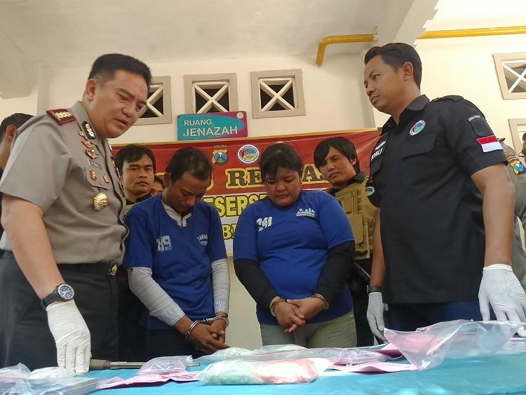 Polrestabes Surabaya Amankan Pengedar Narkoba/Foto Tri Wahyudi/Nusantaranews