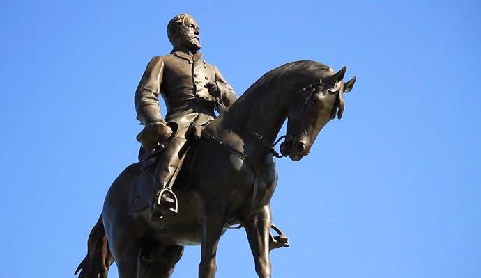 Patung Jenderal Konfederasi Robert E. Lee dari Emancipation Park. (Foto: Shutterstock)