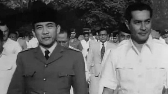 Sultan Hamid II bersama Presiden Sukarno jelang Konferensi Meja Bundar/Foto Istimewa/Nusantaranews