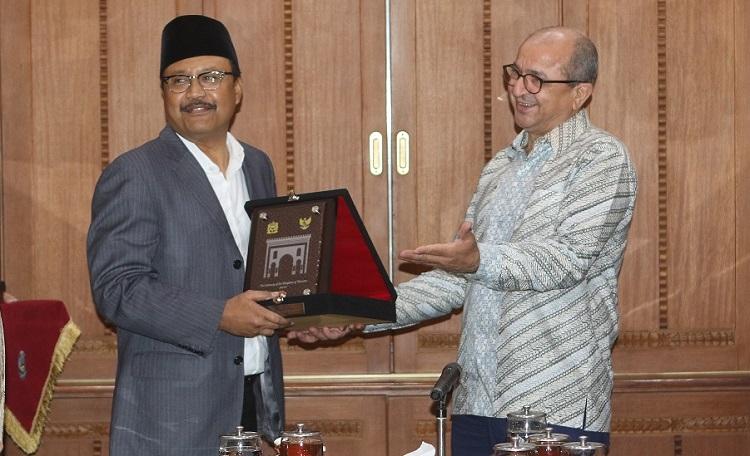 Wakil Gubernur Jawa Timur Saifullah Yusuf dangan Duta Besar Maroko Mr. Ouadia Benabdellah/Foto Yudi/Nusantaranews