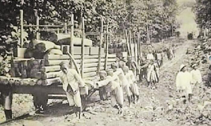 Cultuurstelsel, Sistem Belanda yang Membelenggu Pribumi Indonesia (Ilustrasi; Kerja Rodi). Foto: Otonomi.co.id