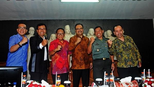 Wagub Jatim sebagai pembicara di seminar nasionalisme di plaza proklamasi UNTAG Surabaya. Foto Tri Wahyudi/ NUSANTARANEWS.CO