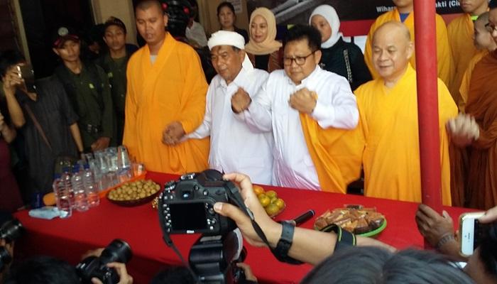 Ketua Umum Partai Kebangkitan Bangsa (PKB) Muhaimin Iskandar (Cak Imin), mendatangi Vihara Dharma Bakti, Glodok, Jakarta Barat pada Minggu 3 september 2017. (Foto: Ucok Al Ayubbi/NusantaraNews)
