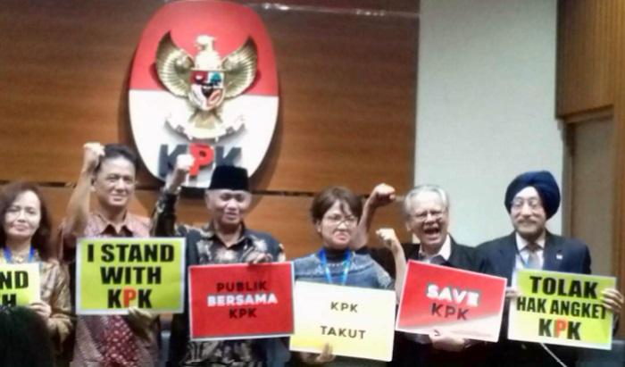 Ketua Komisi Pemberantasan Korupsi (KPK), Agus Rahardjo (Pakai Kkopyah Hitam). Foto Restu Fadilah/ NusantaraNews