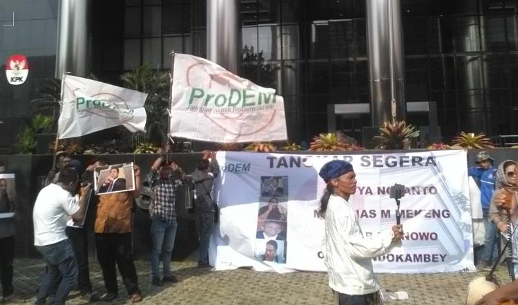 Aksi menuntut penuntasan kasus korupsi/Foto Dok. Pribadi/Nusantaranews