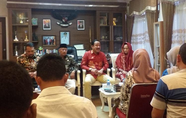 Bupati Ponorogo saat konferensi pers/Foto Nurcholis/Nusantaranews