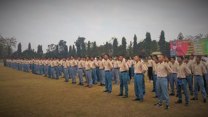 """Pembukaan Serbuan Teritorial """"Sahabat"""" oleh Komandan Korem 081/DSJ Kolonel Inf Sidharta Wisnu Graha di Mayonif 511/DY, Blitar, Sabtu (9/9/17). Foto Wahyu/ NusantaraNews.co"""