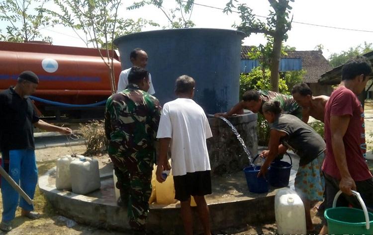 Distribusi Air Bersih di Kecamatan Pitu Ngawi/Foto Dim Pitu/Nusantaranews