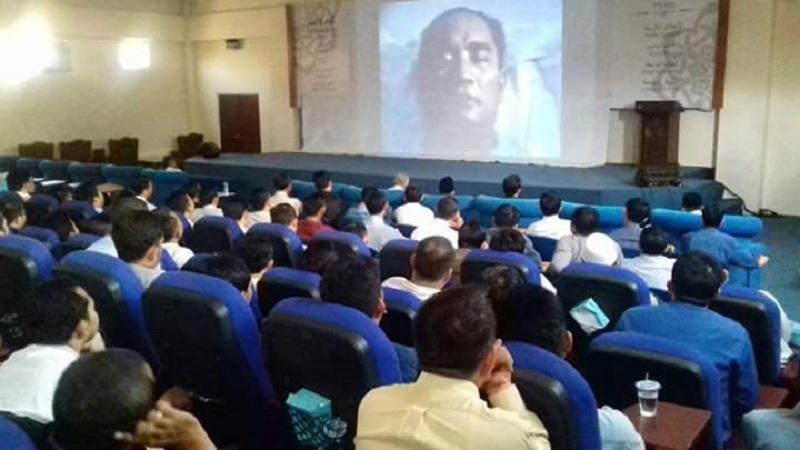 Ratusan mahasiswa san santri Unida Gontor, Ponorogo adakan nobar film pengkhianatan G30S/PKI. (Foto: Muh Nurcholis/NusantaraNews)