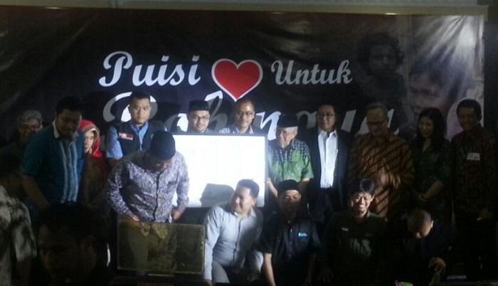 """Malam puisi bertajuk """"Puisi Cinta Untuk Rohingya"""" di kantor PP Muhammadiyah, Jakpus, Minggu malam (10/9/2017). Foto Ucok Al Ayubby."""
