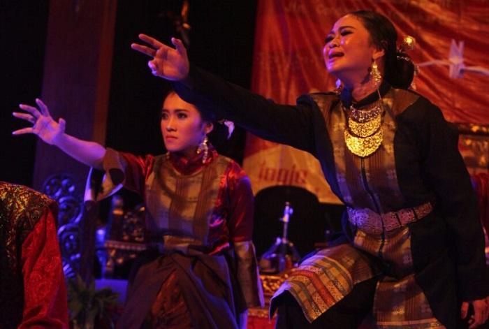 Salah Satu penampilan pada Pertunjukan Mimbar Sastra 2016. Foto: Dok. Panitia/Istimewa