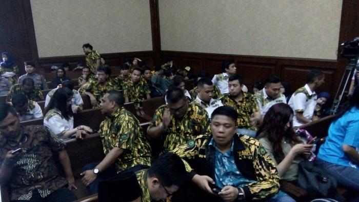 Massa AMPG Penuhi Ruang Sidang menjelang Putusan Fah A Rafiq. Foto Restu Fadilah/ NusantaraNews
