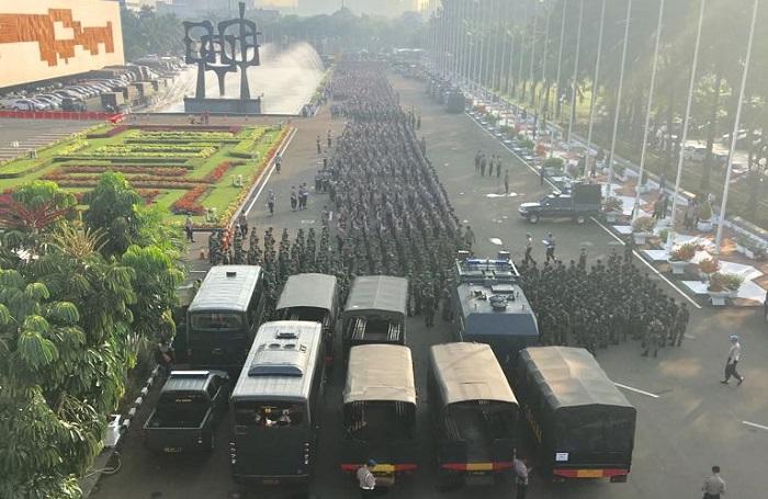 Polda Metro Jaya memastikan anggotanya tidak ada yang membawa senjata api dalam pengamanan aksi 299. Foto: Istimewa (WAG)