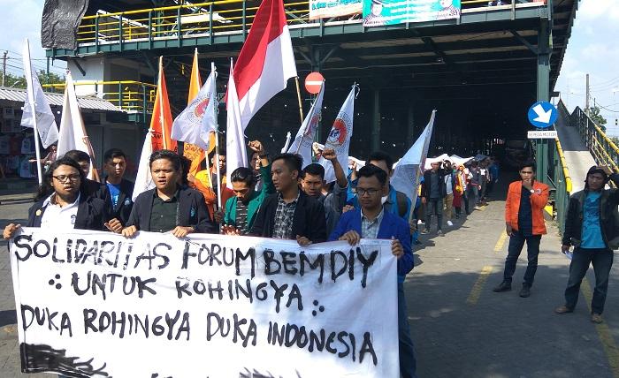 Forum BEM DIY saat gelar Aksi Solidaritas untuk Rohingya di Nol KM Yogyakarta. FOTO; DOK FBD/ NusantaraNews.co