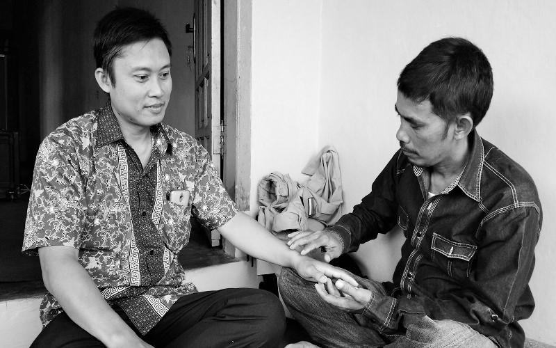 Penyembuhan alternatif penyakit medis dan non medis Aji Tapak Sesontengan (ATS) dalam rangka memperingati Hari Tani, di Kantor PC GP Ansor Lampung Utara, Jalan Punai Indah, Tanjung Harapan, Kotabumi Selatan. (Foto: Istimewa)