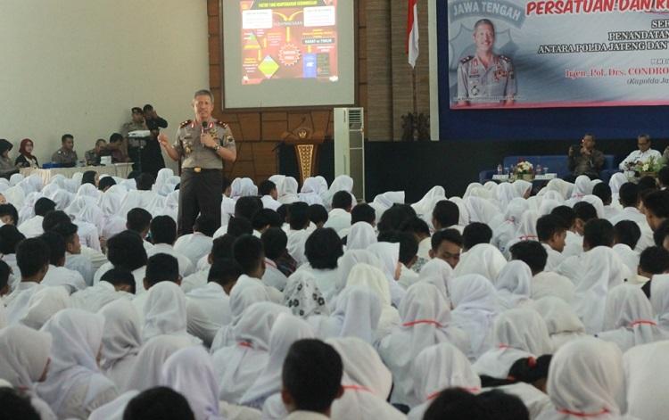 Kapolda Jateng saat berikan kuliah umum di UMK/Foto Rosidi/Nusantaranews