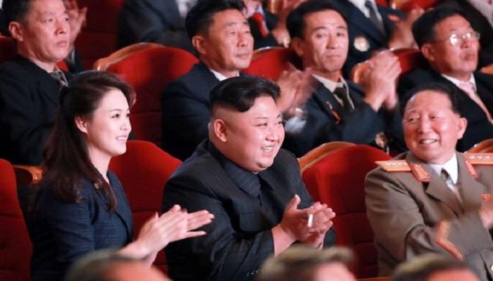 Perjamuan pemimpin Korea Utara, Kim Jong-un bersama ilmuwan nuklirnya di Pyongyang. (Foto: Rex Shutterstock)