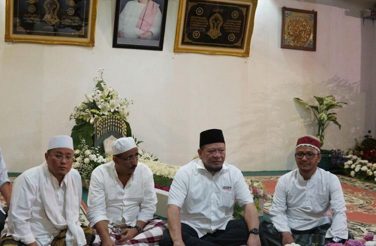 La Nyalla Mattaliti saat bersilaturahmi dengan beberapa ulama di Jatim. (Foto Tri Wahyudi/Nusantaranews)