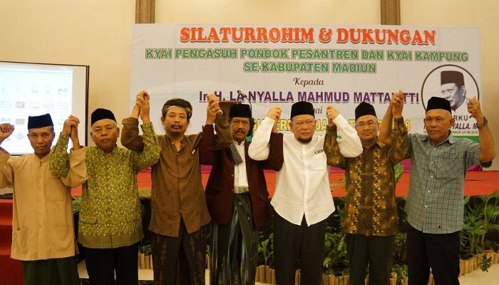 Bakal calon gubernur Jawa Timur, La Nyalla Mahmud Mattalitti, terus mendapat dukungan dari kalangan pondok pesantren dan kiai kampung. (Foto: Yudhie/Nusantaranews)
