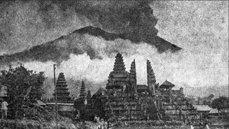 Letusan Dahsyat Gunung Agung tahun 1963/Foto Net/Istimewa/Nusantaranews