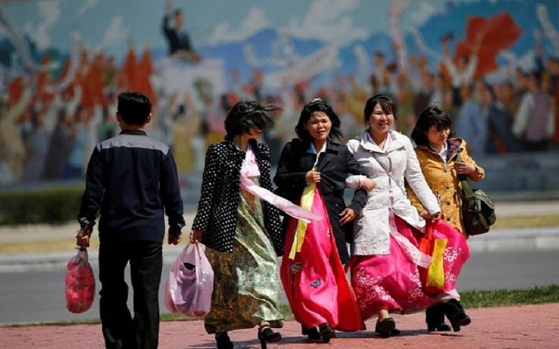 Warga Korea Utara. (Foto: Damir Sagolj/Reuters)