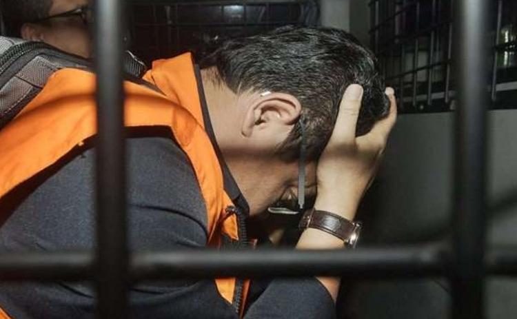Pejabat BPK Rochmadi Saptogiri dengan rompi tahanan/Foto Antara/Sigid Kurniawan/Nusantaranews