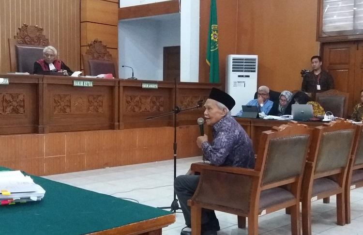 Pengajar Hukum Acara Pidana, Adnan Paslyadja Saat Berikan Kesaksian. (Foto Restu Fadilah/Nusantaranews)